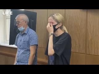 Сбившая троих детей в Солнцеве сквозь слёзы слушает решение суда