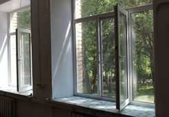 В школах и детсадах – новые окна