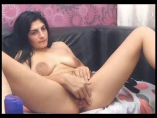 Красивая девушка армянка мастурбирует пизду на веб камеру проститутка дрочата порно эротика