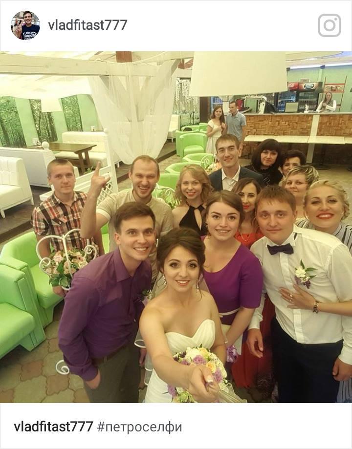 На фото справа налево Павлик-жених,Натали(свидетельница)Татьяна-невеста,Влад (свидетель). Новая семья Ихтендрис