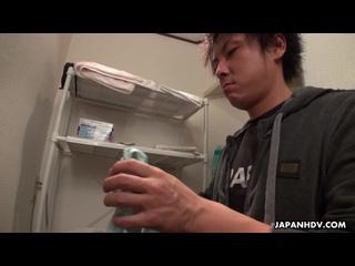 - Shizuku Iori - Shizuku Iori rubs and sucks a client's cock in the shower - 15-10-2019
