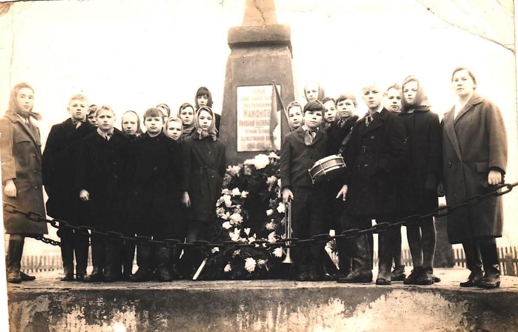 Фото 1965-1966-го годов, ученики 7-а класса Коношеозерской
