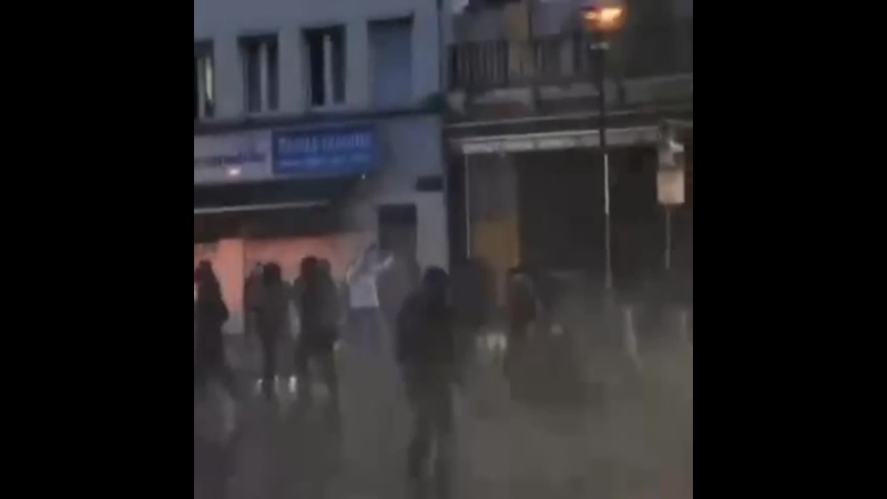 Из пригородов Брюсселя к протестующим против полицейского произвола потянулись их товарищи