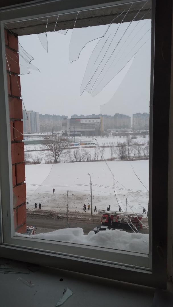 на Мещерском бульваре в Нижнем Новгороде произошел хлопок и последующим обрушением пристроя к 12-этажному дому