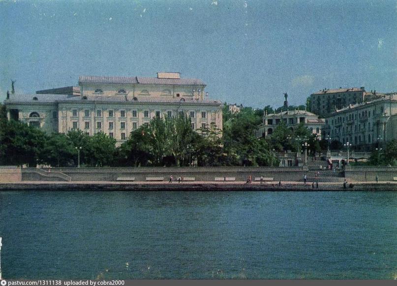Набережная Артиллерийской бухты Севастополь