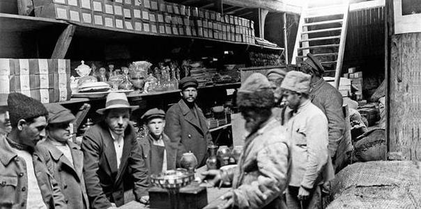 11 ОКТЯБРЯ 1931 ГОДА БЫЛА ОТМЕНЕНА ЧАСТНАЯ ТОРГОВЛЯ В СССР.