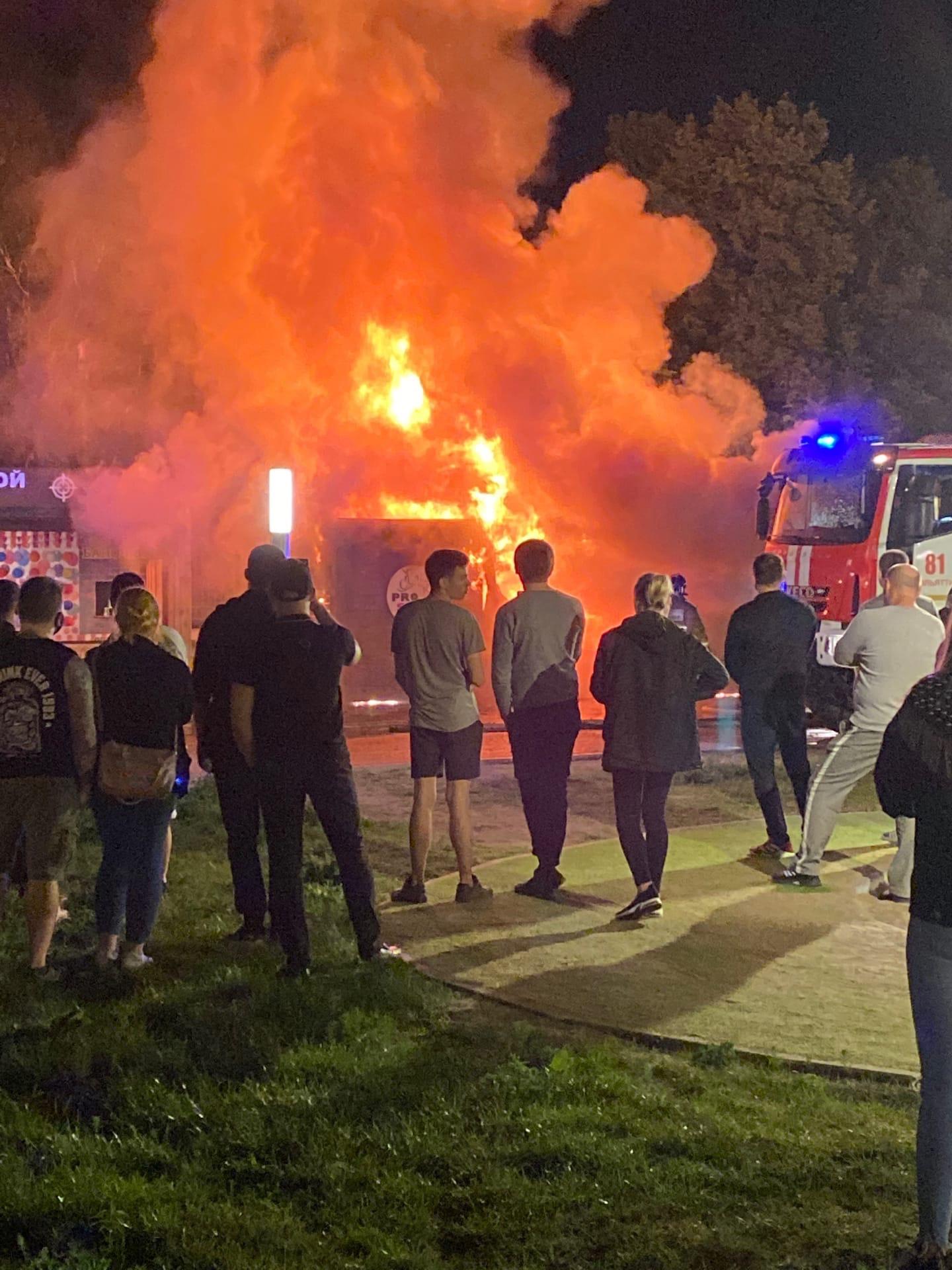 В Тольятти сожгли прокат самокатов