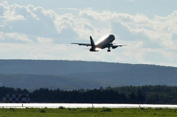 В аэропорт вылета, из-за технической неисправности...