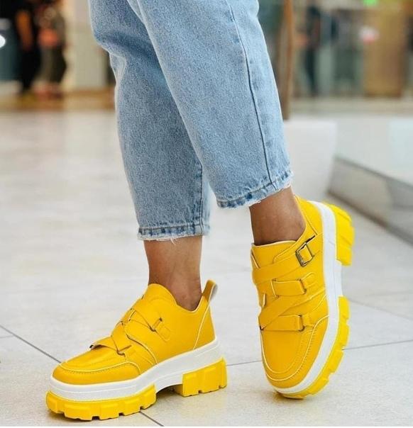 Яркие туфли очень красивые на узковатую ножку...