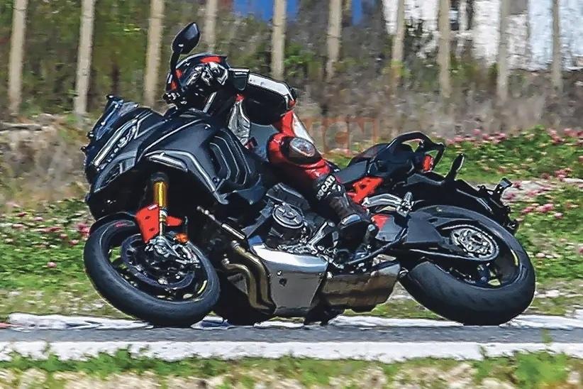 ЭКомпания Ducati разрабатывает Multistrada V4 с консольным маятником