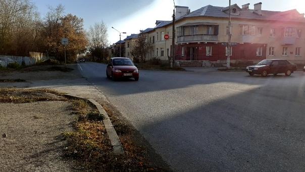 Угол ул.Каменская и ул.Железнодорожная. Ограничительный з...