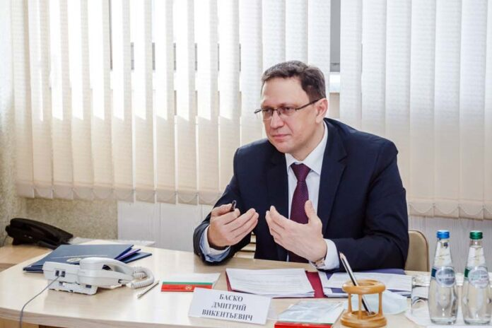 """Заместитель главы КГК — о борисовских автобусах и """"совдеповских"""" дверях поликлиники"""