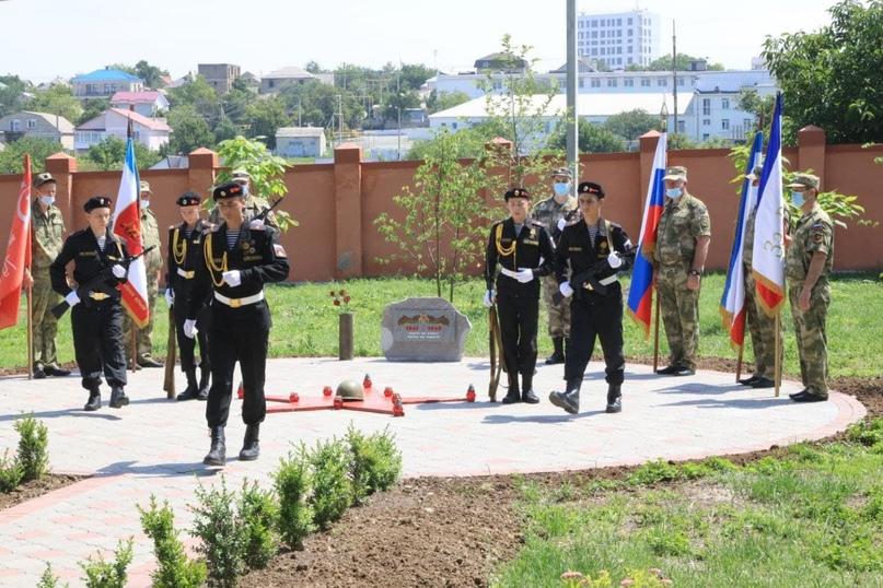 В Симферополе торжественно открыли новый сквер Победы