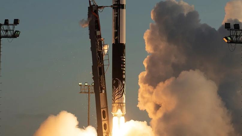 Ракета Alpha компании Firefly поднимается в воздух во время первой попытки запуска в сентябре 2021 года. Через две минуты после старта двигатель внезапно отключился, в результате чего ракета была остановлена, не достигнув космоса. Фото: Firefly Aerospace