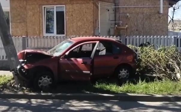 В Минске 17-летний парень после трех литров пива сел за руль Rover, врезался в столб и сбежал