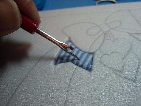 КИНУСАЙГА - ПЭЧВОРК БЕЗ ИГОЛОК Для работы используются лоскутки ткани, но шить ничего не нужно. Основа картины пенопласт, на котором прорезается контур рисунка, а ткань просто вклеивается в эти