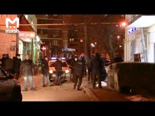 В Москве преступник обстрелял 30-летнюю девушку, когда она подходила к своему дому