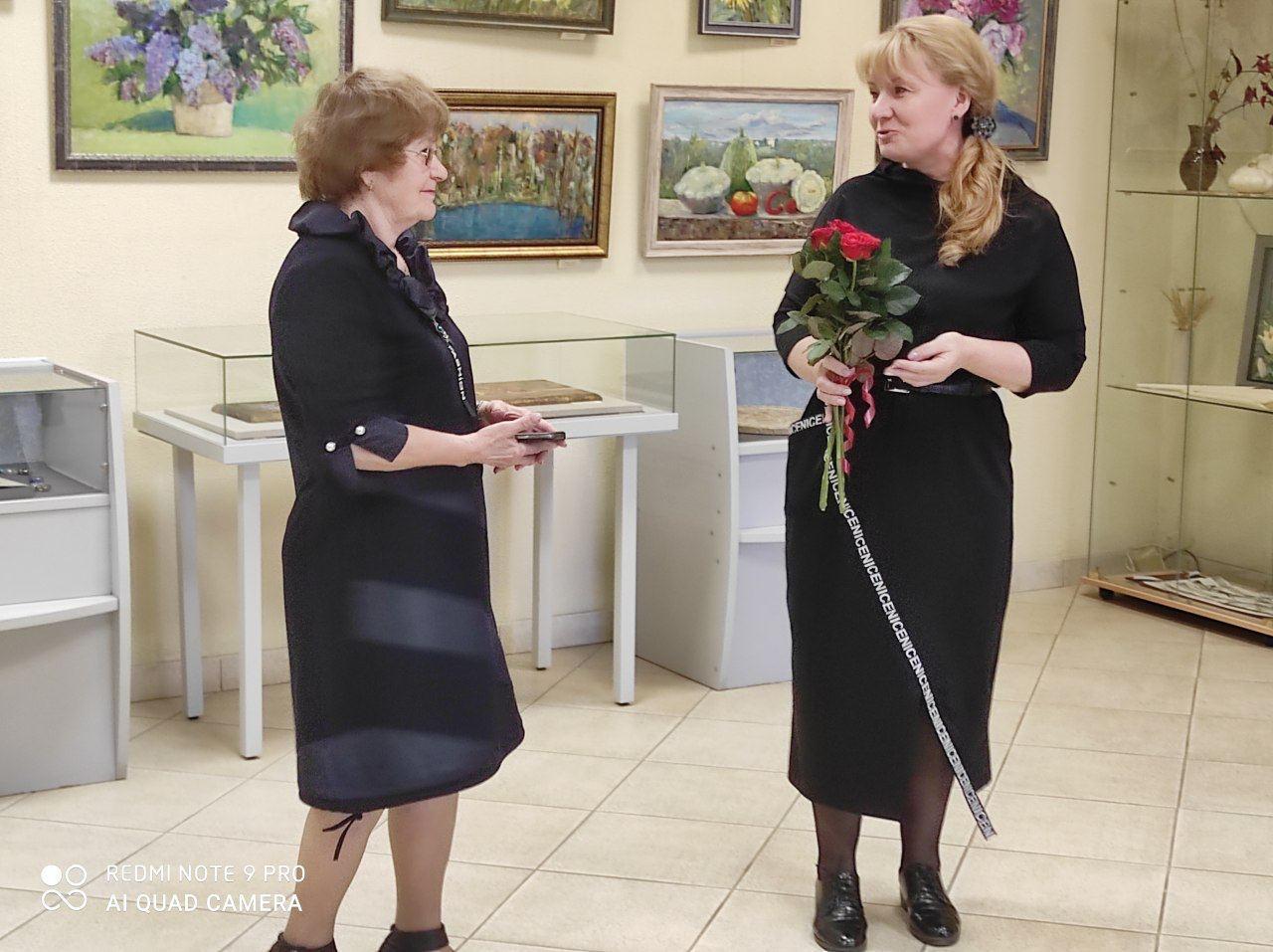 В Дмитровской центральной библиотеке открылась выставка художницы Лидии Ляпинковой