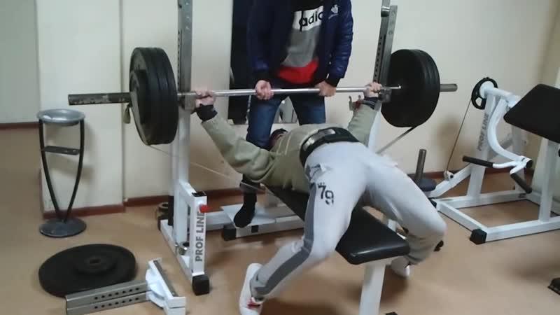 Эльбрус Мамалиев Жим лёжа с резиной 130 кг на 35 повторений