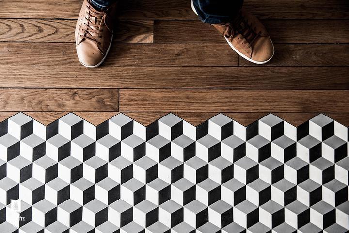 Встретились ламинат и плитка: как состыковать разные материалы на полу без порожка и щелей., изображение №4