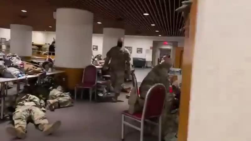 Национальная гвардия в столовой Сената США
