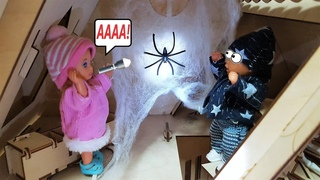 МАМА НА ПОМОЩЬ! Застряли в заброшенном доме! Катя и Макс веселая семейка смешной сериал живые куклы